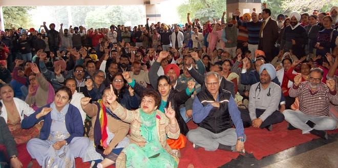 GMC staff protest govt's autonomy move, strike work for 2 hours