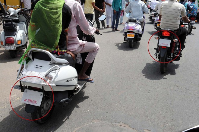 Vehicles ply sans number plates in city