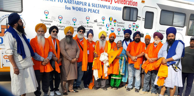 Bus carrying Sikh pilgrims from Canada reaches city