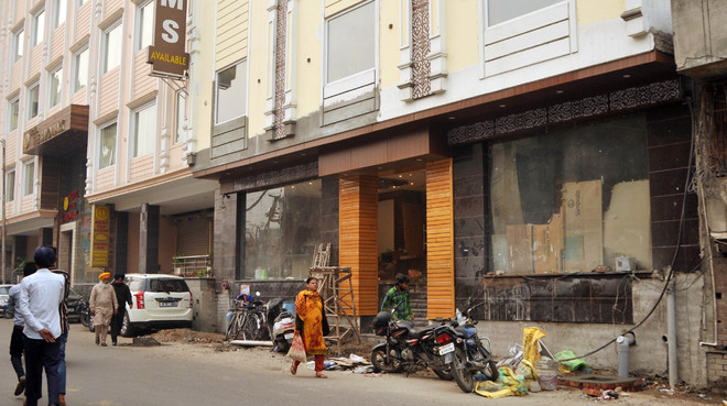 Illegal construction of hotels on full swing in walled city
