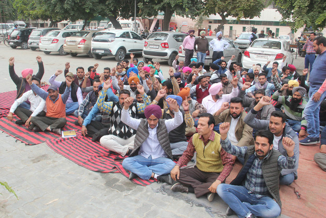 Protest by paramedical health staff ends