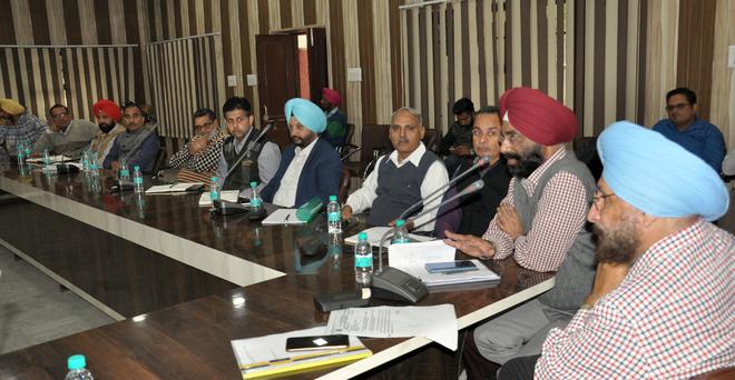 Industry leaders meet ESI, Powercom officials, raise workers' medical issues