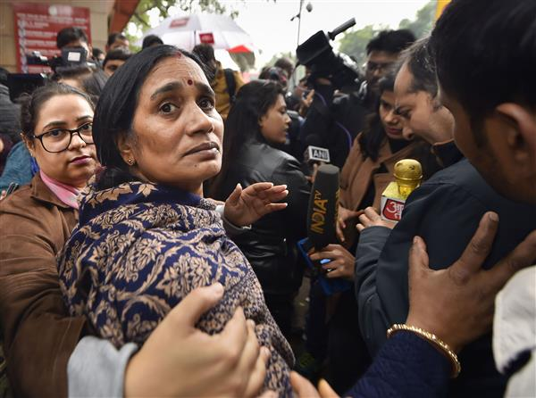 Will keep fighting for justice for my daughter, hang convicts before Dec 16: Nirbhaya's mother