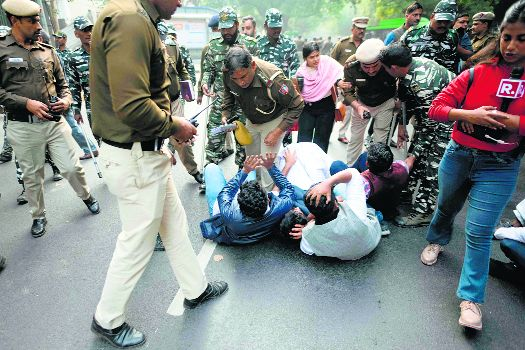 NSUI members clash  with cops during protest