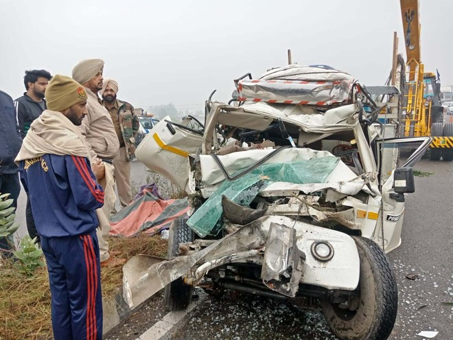 SUV rams into stationary truck, driver dies on spot