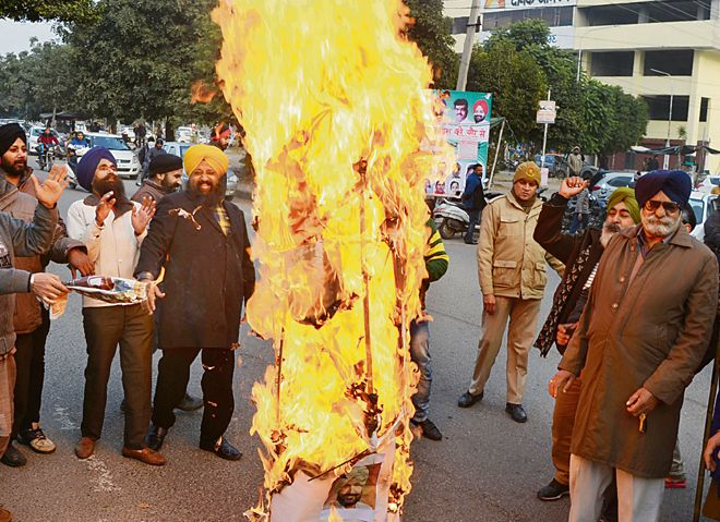 Sikh bodies hold protest against Randhawa