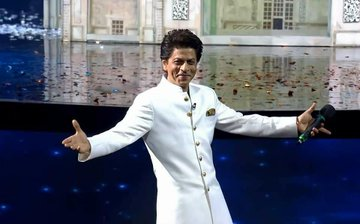 Shah Rukh Khan says, 'I am a Muslim, my wife is a Hindu and my kids are Hindustan'; watch video