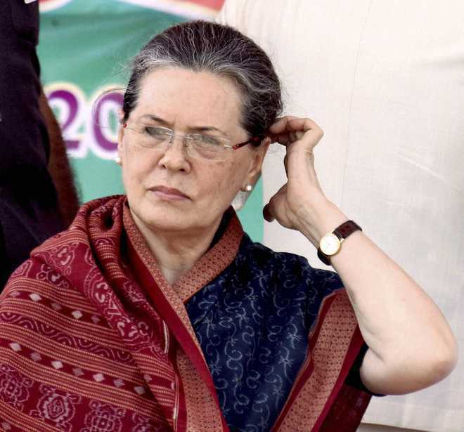 Sonia dissolves Punjab Congress committee, state unit chief Jakhar stays
