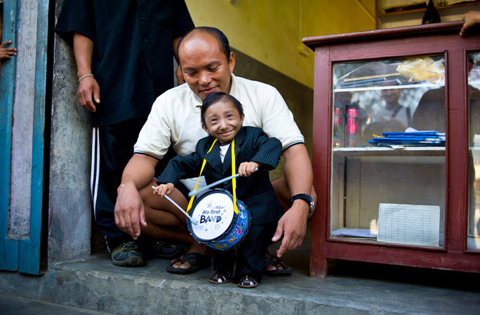 World's shortest man, who measured 67.08 cm, passes away at 27