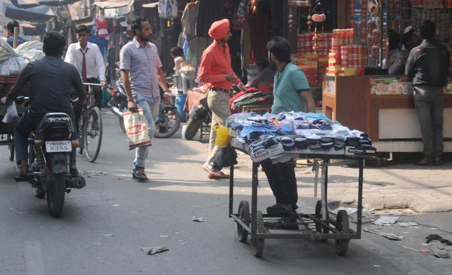Remove encroachments or face FIR, vendors told