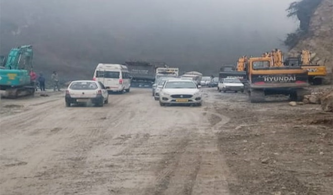 After 18 hours, traffic restored on Manali road