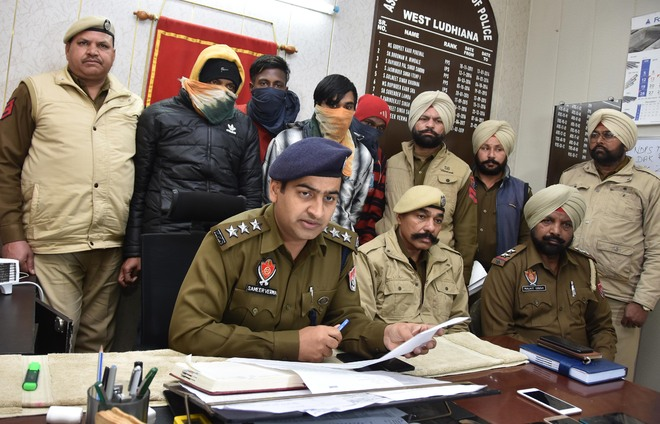 Gang of snatchers, thieves busted; 4 land in police net