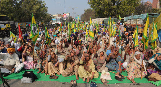 Farmers refuse to budge, want cancellation of FIRs
