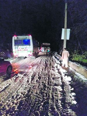 Snow-stuck, commuters trudge 12 km to Shimla