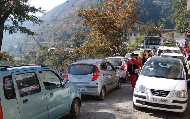 Chd-Manali NH shut after big landslide near Mandi