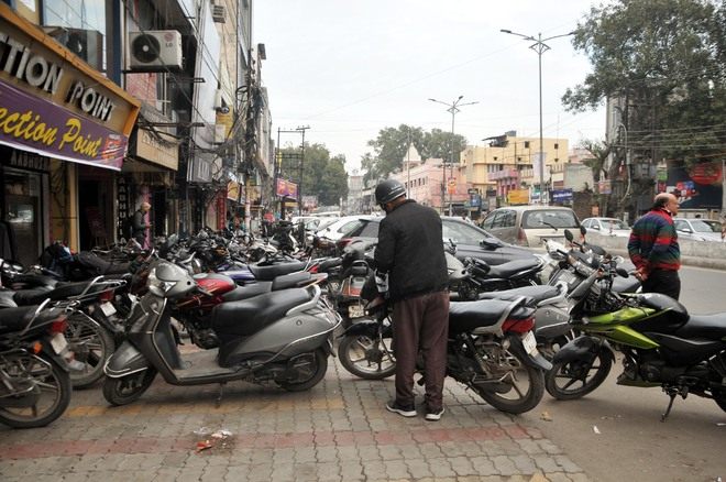 Encroachments on roads pose threat to commuters