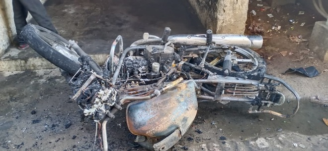 5 two-wheelers set on fire at Giaspura flats