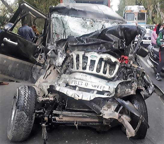 Man killed, 7 injured in car-bus collision