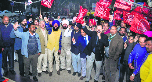 Bankers seek wage revision, hold protest