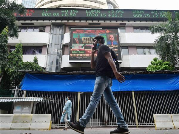 Sensex snaps 10-session rally, crashes 1,066 points amid global selloff