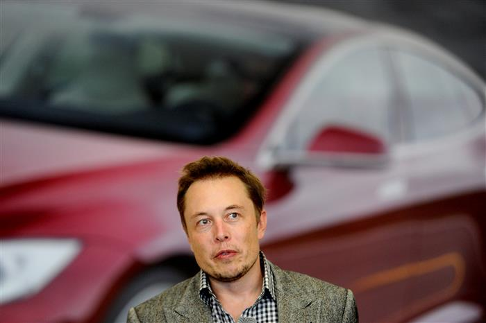 Tesla 'full self-driving' vehicles can't drive themselves