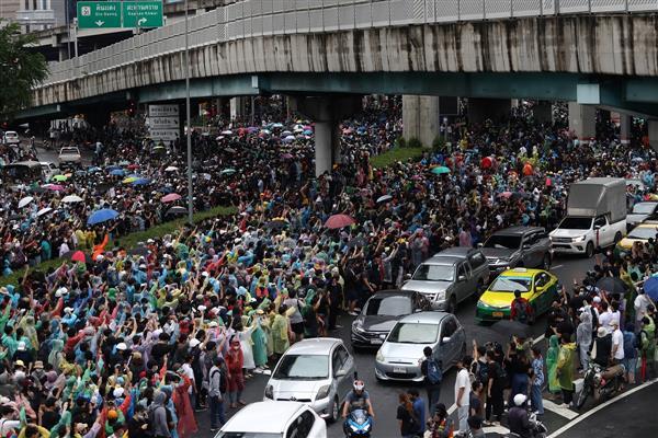 Bangkok shuts down transit systems as protesters persist