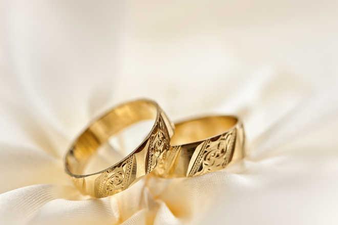 Indian-origin couple pulls off unusual COVID-secure drive-in wedding