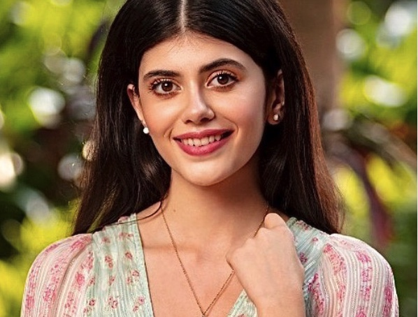 The Fault In Our Stars author John Green praises Sanjana Sanghi for Dil Bechara