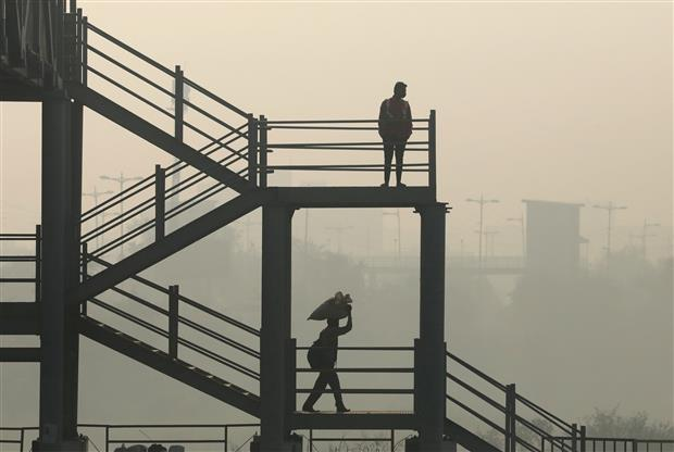 Delhi's air quality 'very poor', likely to improve by Saturday