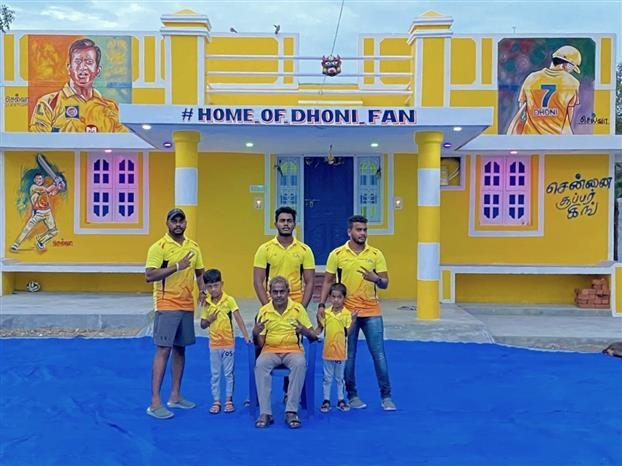 Dhoni fan paints his home yellow, makes thala's portrait on wall