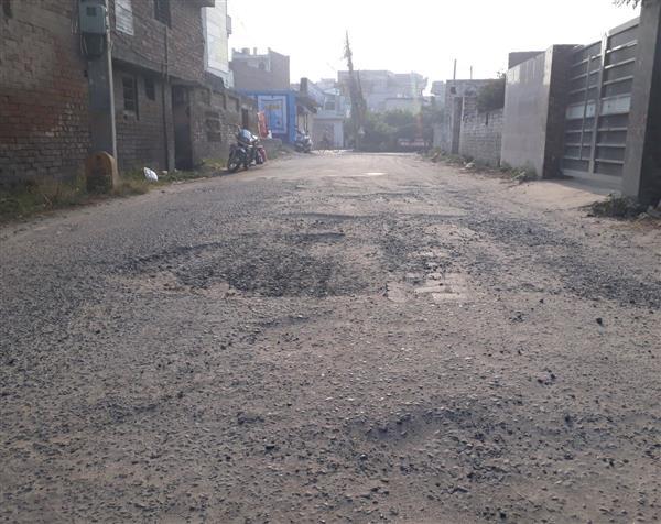 It's a bumpy ride on potholed Yamunanagar, Jagadhri stretch