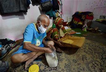 'Baba ka Dhaba' fame couple get free cataract surgery