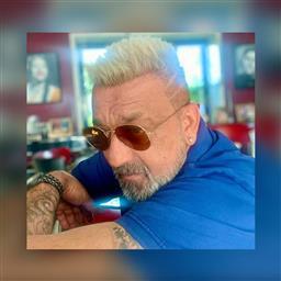 Sanjay Dutt rocksplatinum blonde hairdo; have a look