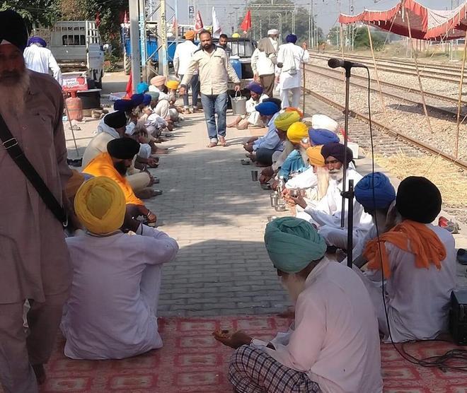 Farmer bodies relax rail roko stir, shift venue to platforms