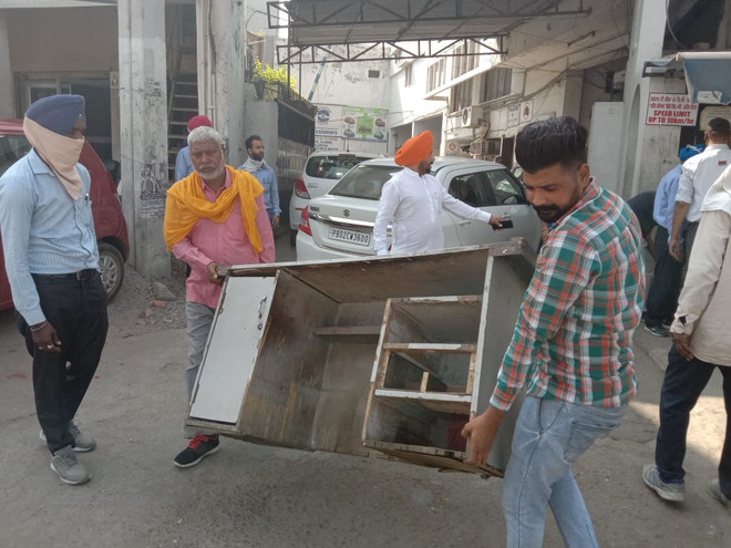 Kiosks removed from busy Amritsar roads ahead of festive season