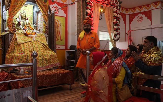 Navratra celebrations begin amidst Covid alert