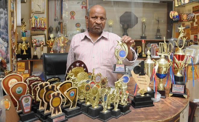 Cup of despair for Jalandhar trophy sellers
