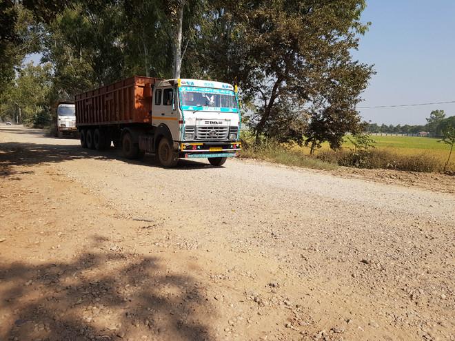 Sahnewal-Dehlon road in bad state