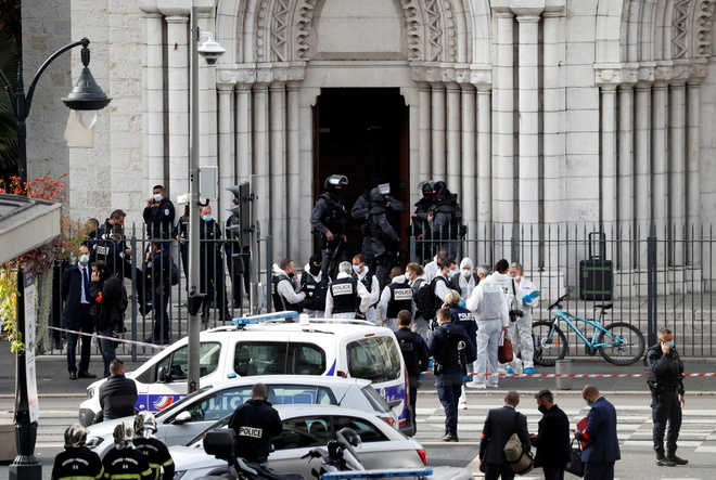 Mahathir justifies killings in France as world flays attack