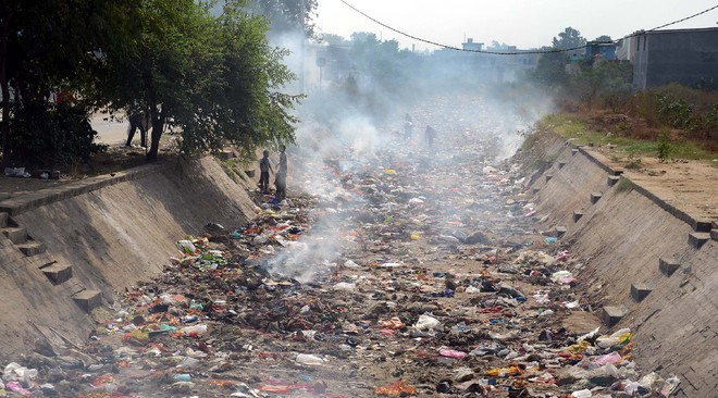 Residents dump waste into Bist Doab Canal, set it on fire