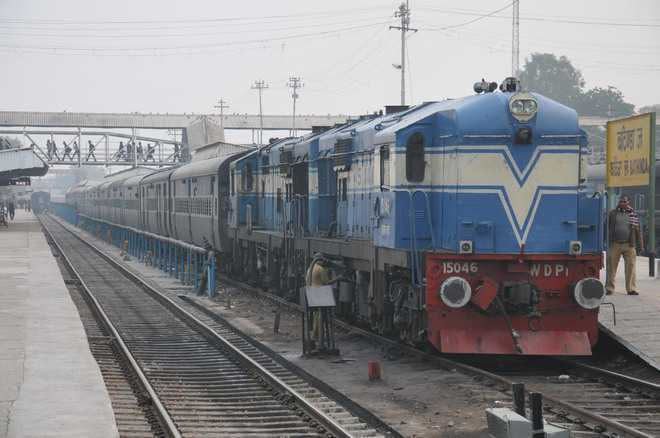 Una-Delhi train off track