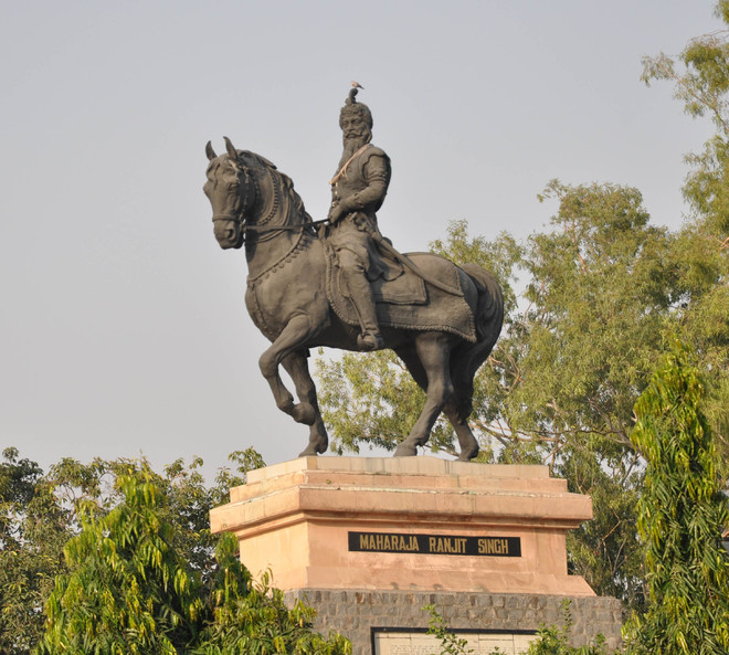 When statues narrate  tales of valour