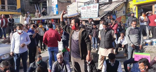 Villagers block highway over erratic water supply in Shimla