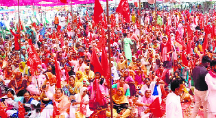 Women, farmers protest, demand loan waiver