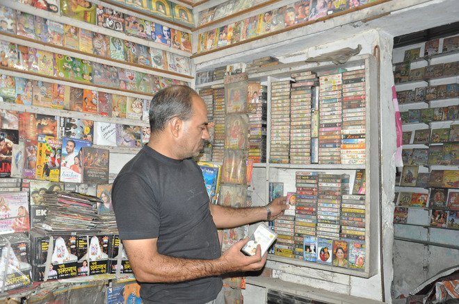 A cassette wala manages to survive in the age of internet