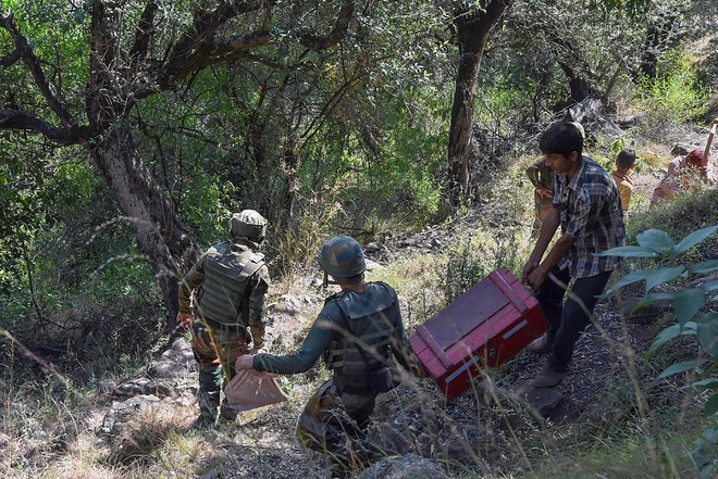 Army destroys 5 live Pak mortar shells in Poonch