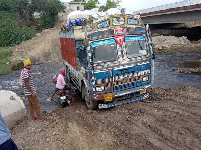 Decades on, poor road infra bane of Khemkaran residents