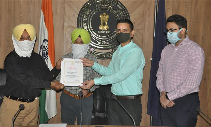 30 farmers honoured for not burning paddy stubble