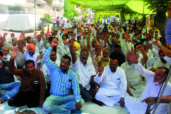 Cotton Corporation of India helping private players: Arhtiyas