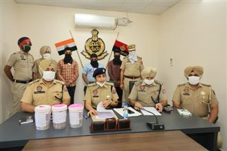 3 held in Rs 3.42L loot case